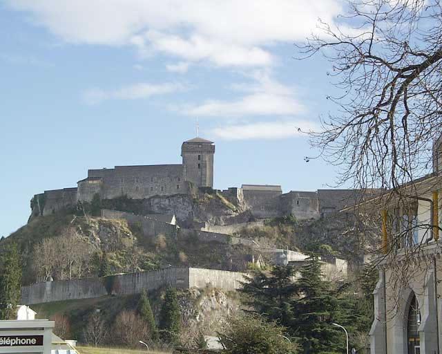 Vue du château-fort de Lourdes depuis les Sanctuaires